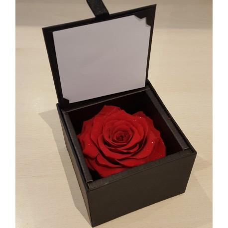 Rose lyphilisée en coeur