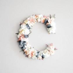Lettre ou chiffre fleurs artificielles